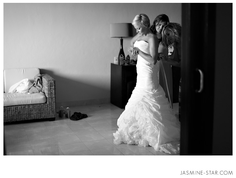 This Right Here Is Why I Love When A Bride And Groom See Each Other Before The Wedding Ceremony Its Private Moment Just For Couple An