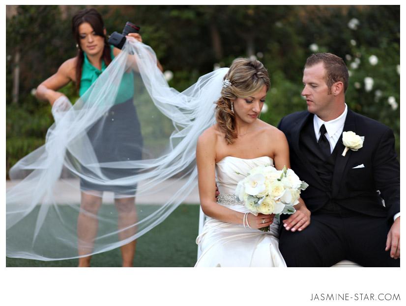 FAQ : What Does a Photographer Wear to a Wedding?   Jasmine Star