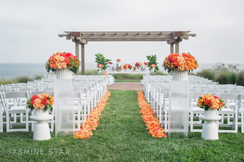 the overcast day at terranea resort was brightened with pops of color from jl designs and the ceremony was flawlessly orchestrated jeannie savage of details