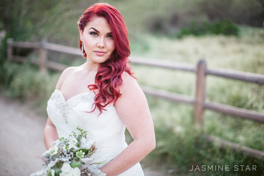 Wedding Gowns For Fat Ladies: How To Pose A Curvy Bride